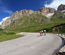 Moutain pass roads in South Tyrol- Trentio as biker's paradise