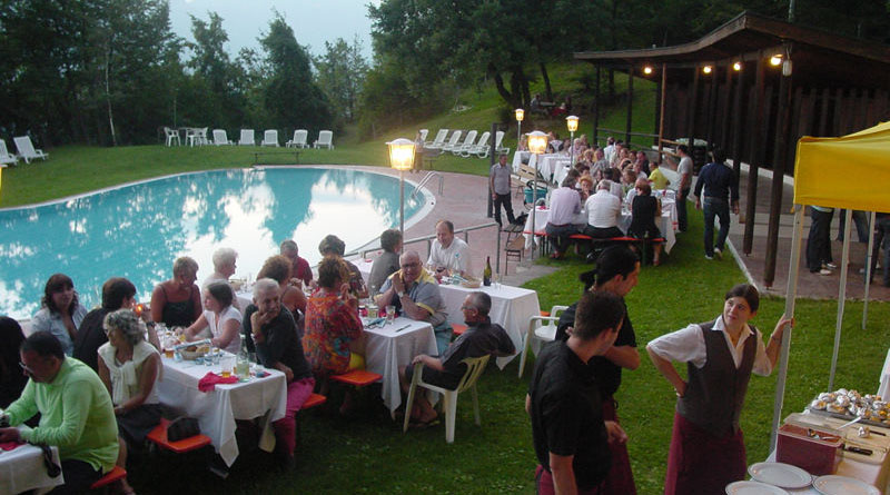 Holidays in the dolomites at hotel tenz in montan south tyrol for Garden pool party